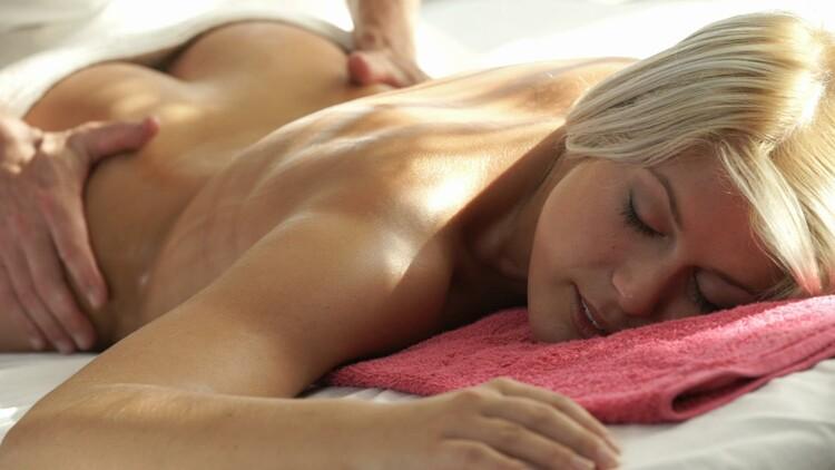 Sweet Cat, George Uhl - Hot Czech blondie Sweet Cat enjoys erotic massage and sensual fuck [Relaxxxed/PornDoePremium] 2020