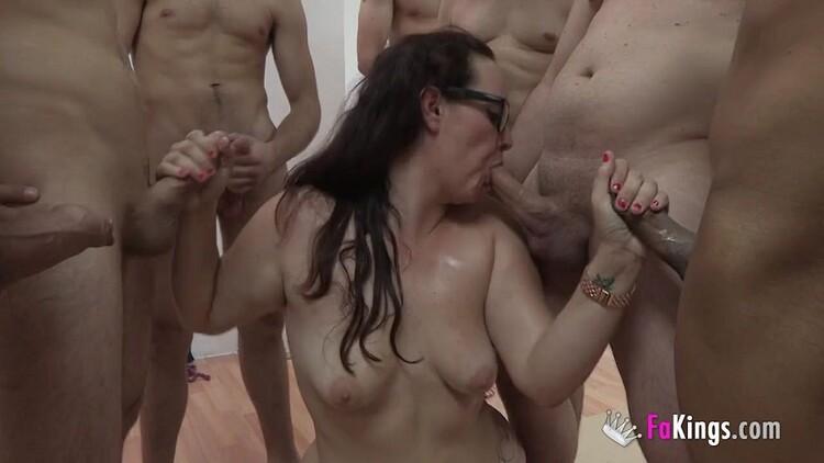 Bimba Rux - Bukkake!. La dependienta del Sex Shop SE LO TRAGA TODO, TODO (Fakings) HD 720p