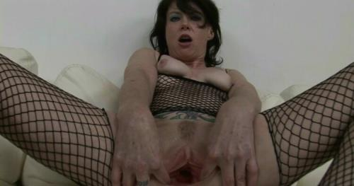Dirty Garden Girl - Apple insertion fun movie (FullHD)