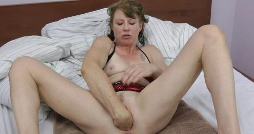 Dirty Garden Girl - Hardcore double fisting and punching movie (FullHD)