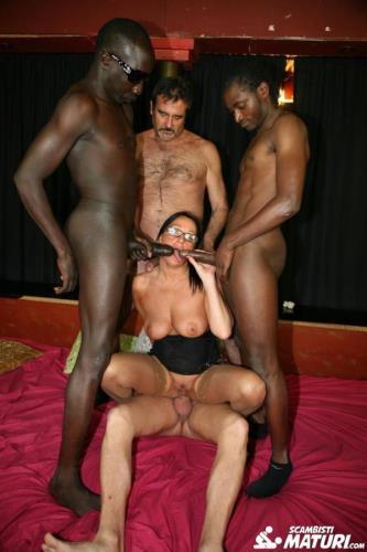 Laura Rey - Mature Italian newbie gets double penetrated in interracial swinger orgy (FullHD)