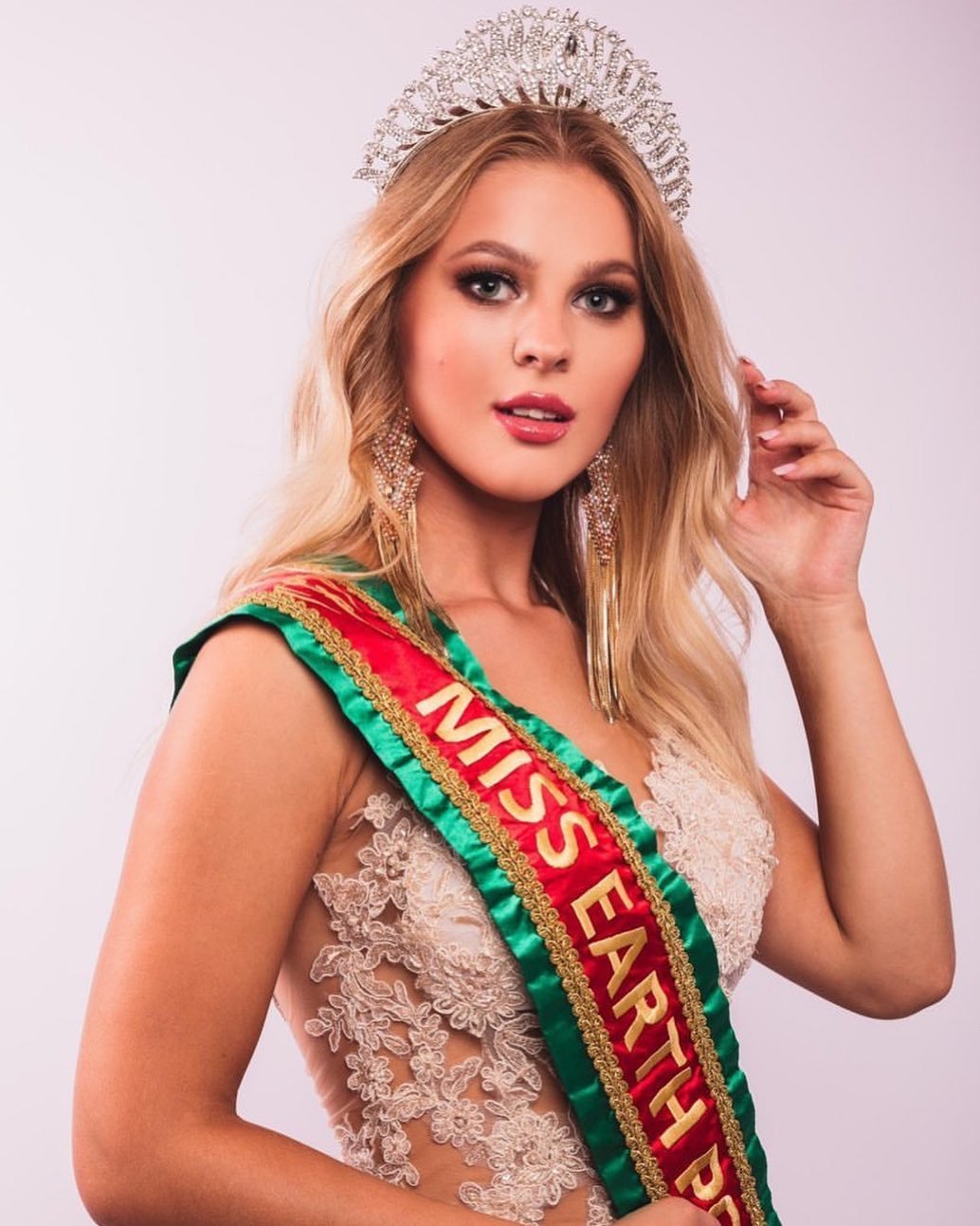ivanna rohashko, miss earth portugal 2020.  Lw5y7phu