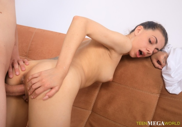Dayana Kamil - Lad Cums On ArtistS Belly 1080p