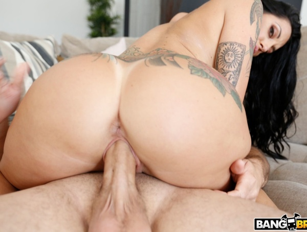 Lilith Morningstar - Curvy LilithS First Time 1080p