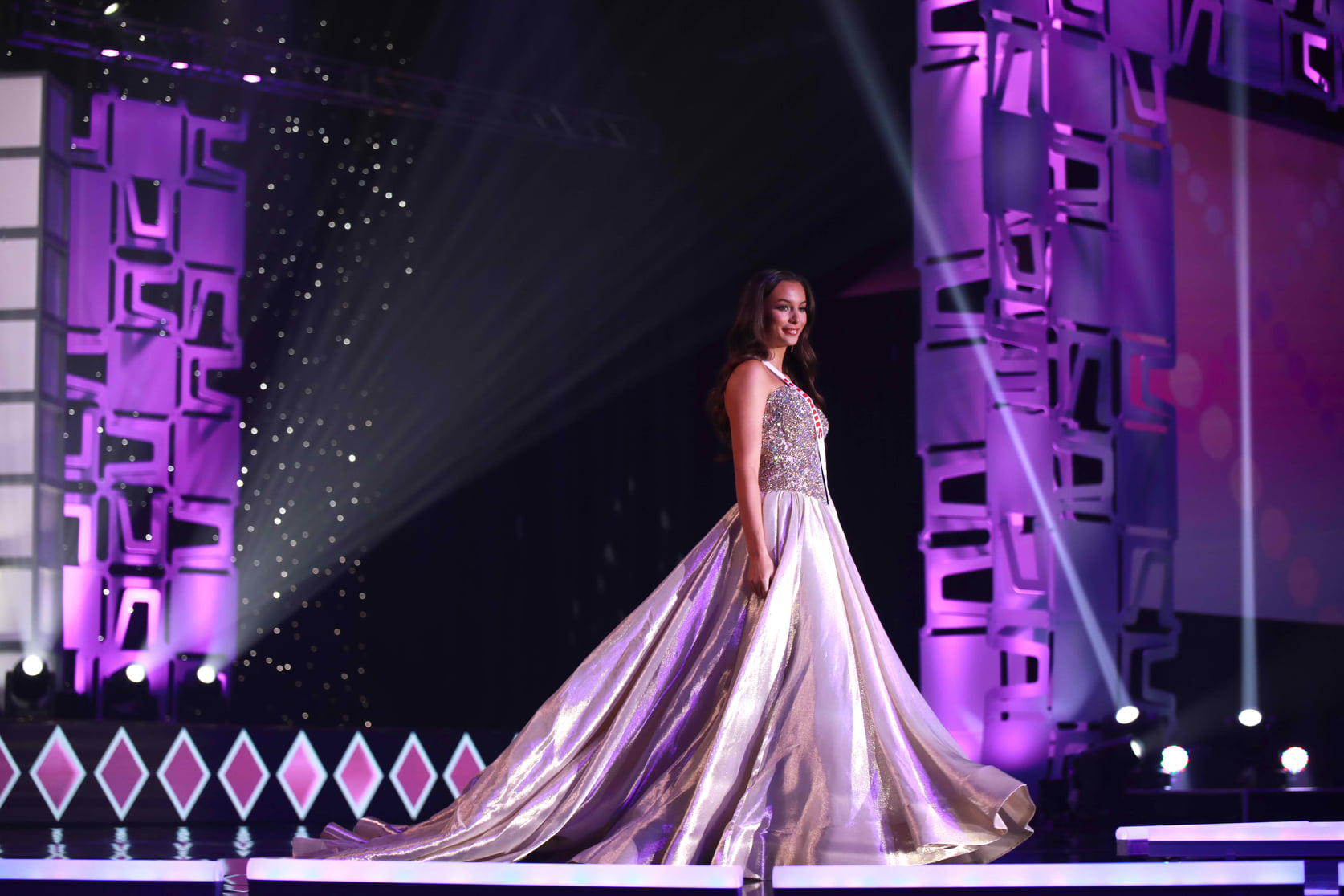 candidatas a miss teen usa 2020. final: 7 nov. preliminary competition a partir pag. 21. - Página 26 2b4jb4iv