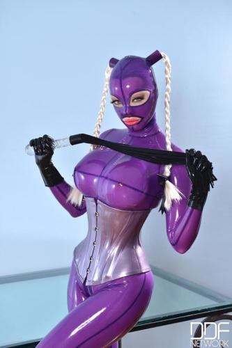 Latex Lucy - She Looms in Latex (FullHD)
