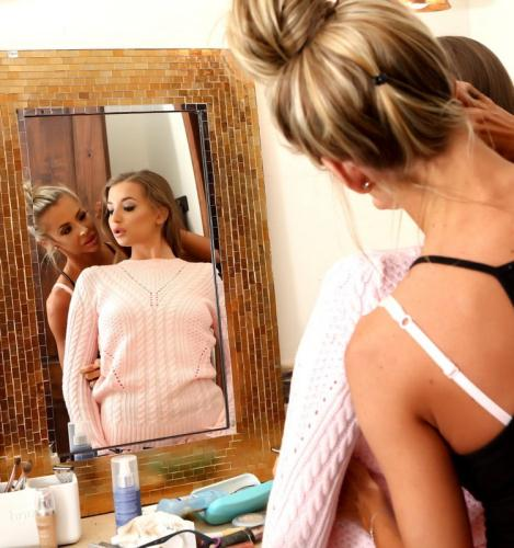 Avery Adair, Courtney Taylor - Giving Her A Makeover (FullHD)