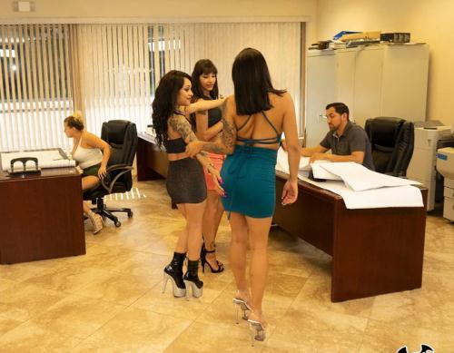Rose Monroe, Holly Hendrix, Mia Martinez, Kitty Carrera - Huge Office Orgy (HD)