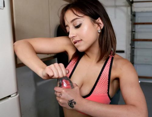 Marilyn Mansion - Hot Teen Gets Recycled (FullHD)